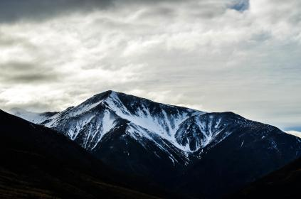 nature, landscape, mountains, slope, summit, peaks, snow, clouds, sky, white, blue, gray, majestic
