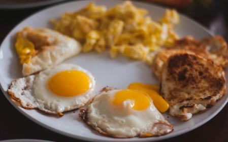 food, eat, breakfast, eggs, sunny, side, up, scrambled, yolk, plate, still, bokeh