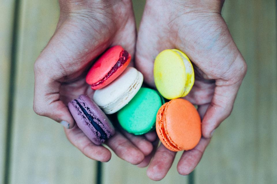 macaroons, dessert, sweets, treats, snack, food, colors, colours, hands