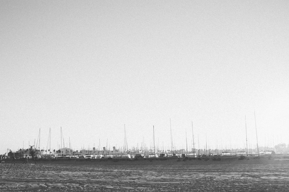beach, harbor, harbour, boats, sailboats, black and white