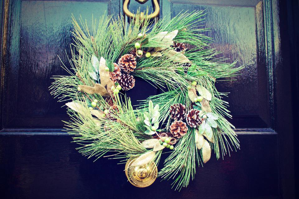 Christmas, wreath, door, pines, pine cones