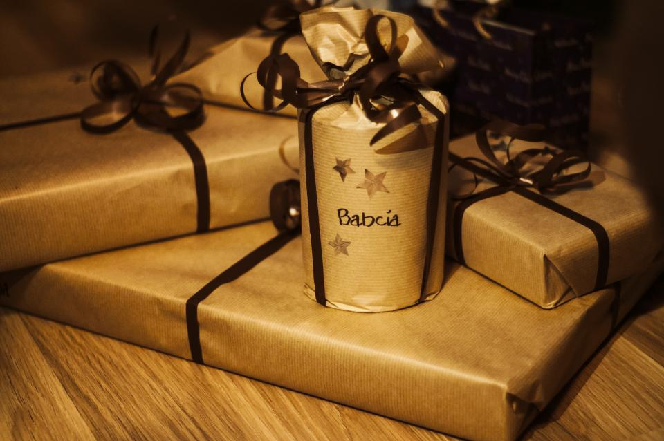 gifts, presents, christmas, wrapping, ribbon, bows, gold