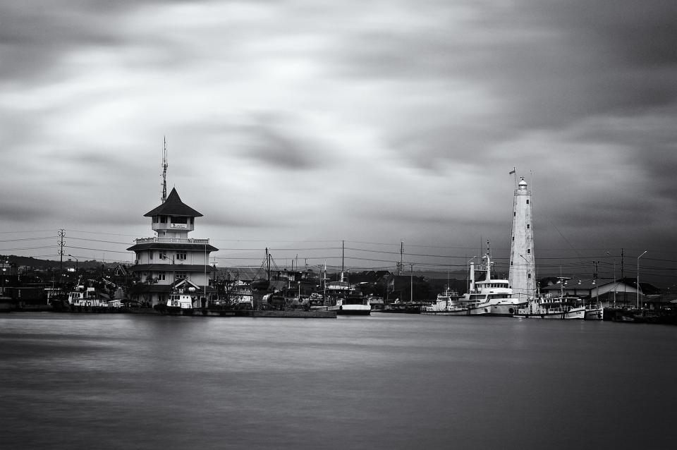 lighthouse, marina, harbor, harbour, boats, ships, water, coast, clouds, black and white