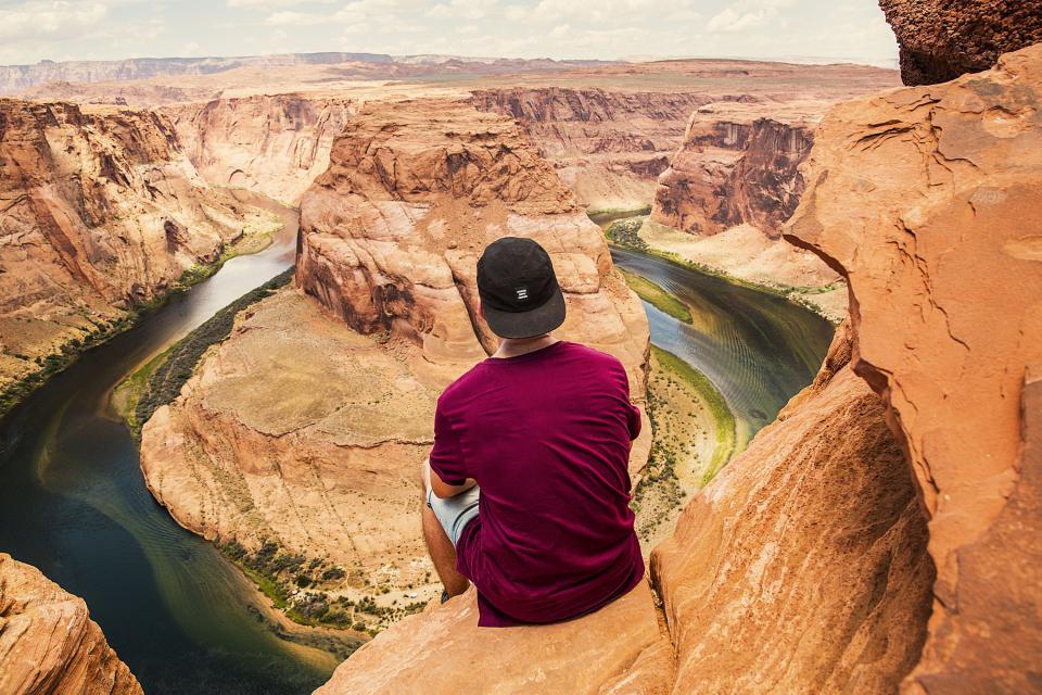 guy, man, desert, canyon, landscape, nature, people, travel, adventure, sunshine, hat, wanderlust