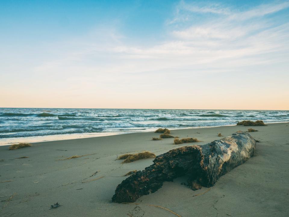 beach, sand, summer, sunshine, ocean, sea, waves, horizon, sky, vacation, travel