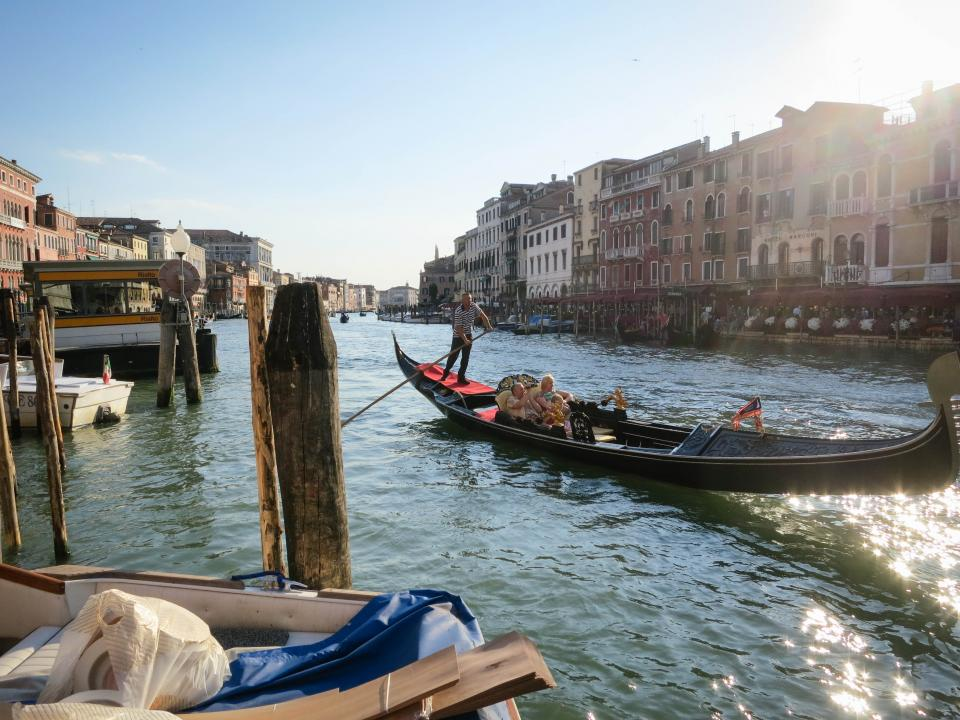 gondola, Venice, Italy, water, docks, buildings, houses, apartments, architecture, couple, family, romance, romantic, boats