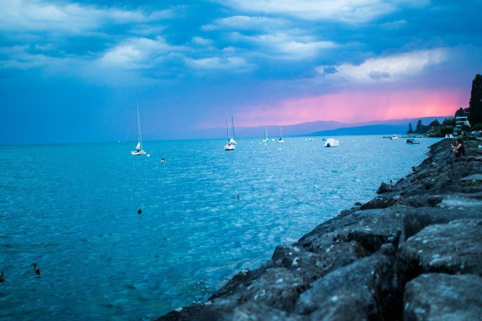 sunset, sailboats, lake, water, rocks, coast, horizon, sky, clouds, storm, cloudy, landscape, nature, blue