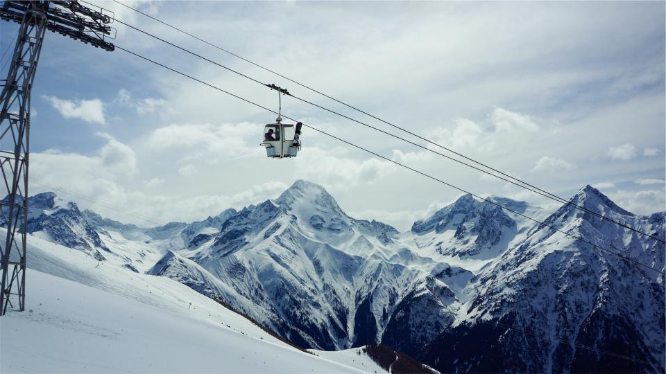 gondola lift, snowboarding, skiing, snow, winter, mountains, peaks, sky, clouds, hill