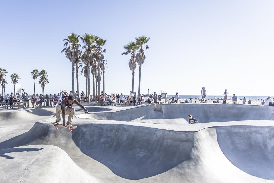 skateboard, skater, skate park, half pipe, jump, people, crowd, spectators, sports, palm trees, beach, sand, ocean, sea, sky, sunshine, summer, city