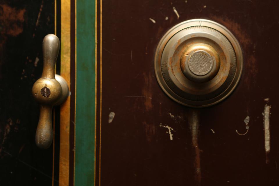 safe, vault, combination, lock, door, handle, brass