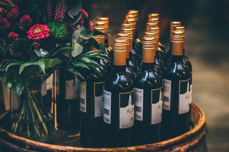 wine, bottles, wedding, flowers, bouquet
