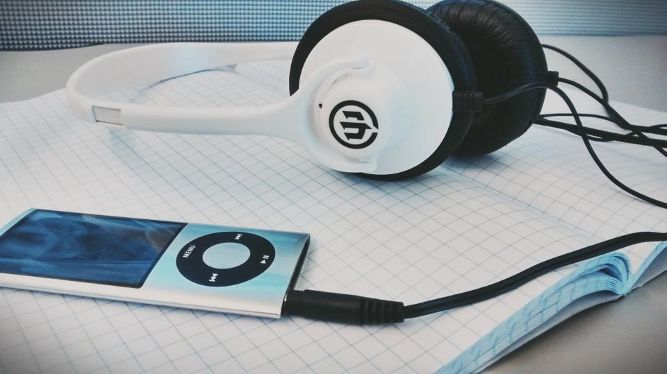 iPod, Nano, Apple, Headphones, Audio, Click Wheel, Old School, technology, music, notepad