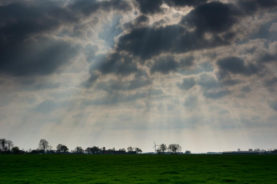 sunbeams, clouds, sky, grass, field