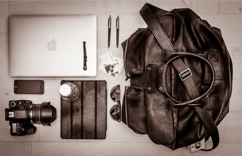 apple, macbook, laptop, iphone, cell, mobile, ipad, case, camera, dslr, lens, sunglasses, pens, leather, bag, business, cards, technology