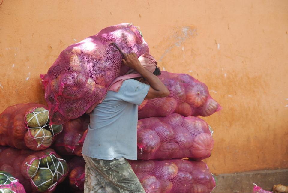 vegetables, bag, sac, worker, working, labour