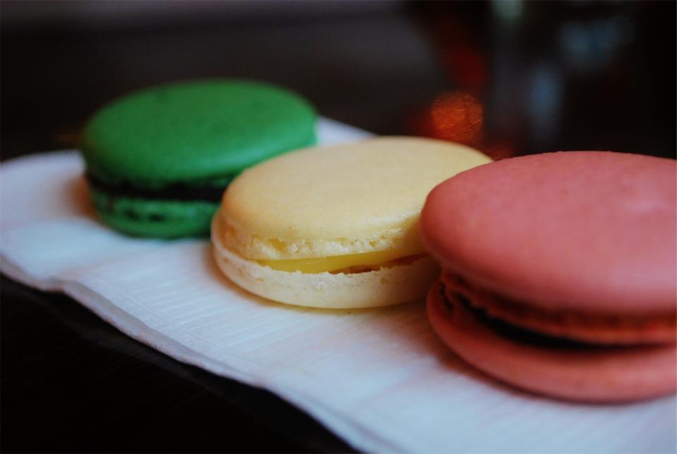macaroons, dessert, sweets, treats, food, cake, snack