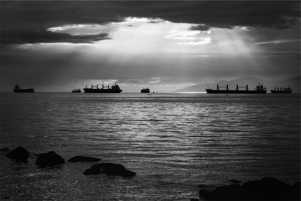 sunbeams, boats, ships, ocean, sea, water, clouds, black and white
