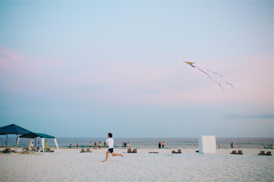 kite, beach, sand, shore, people, running, guy, sky, ocean, water