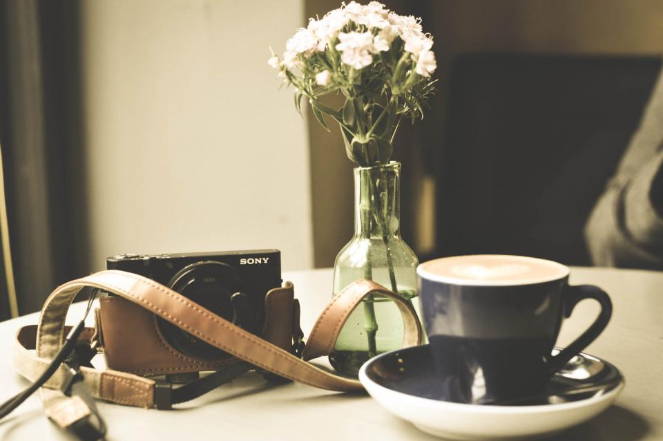 coffee, latte, cappuccino, cup, sony, camera, photography, leather, case, vase, flower, table