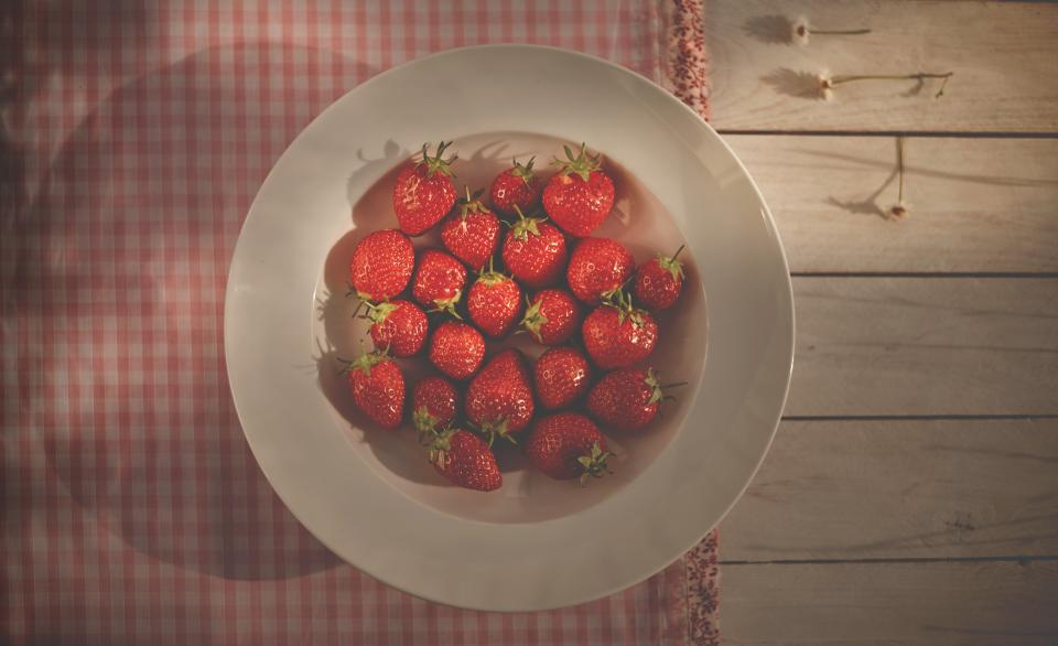 strawberries, fruits, plate, bowl, healthy, food, tablecloth, table