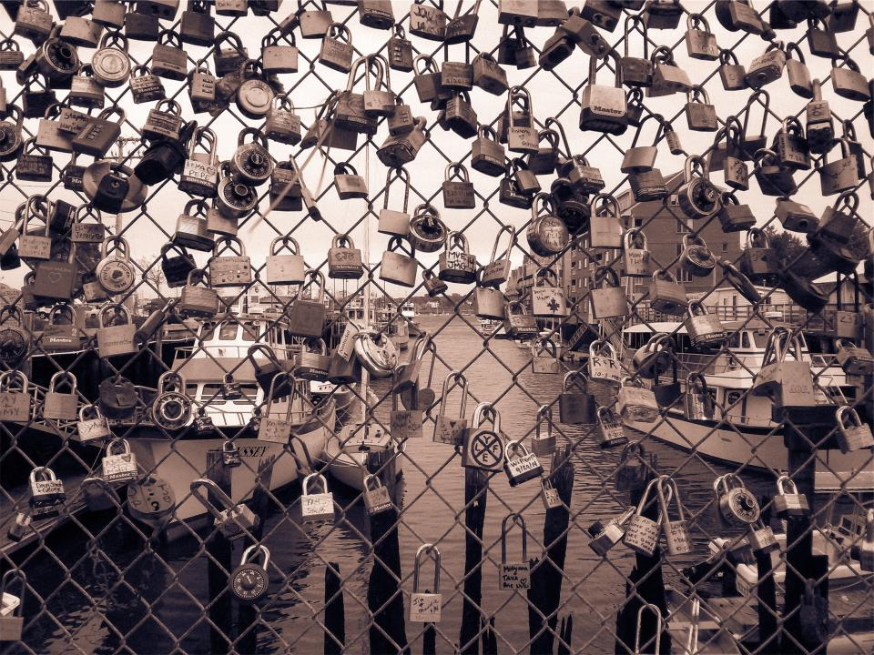 locks, lockets, chainlink, fence, hearts, love, boats, water, marina, harbor, harbour