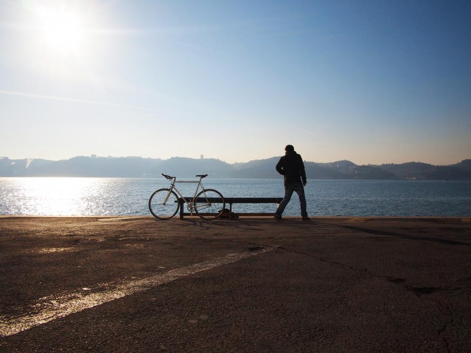 sunshine, blue, sky, water, mountains, man, guy, bike, bicycle, bench