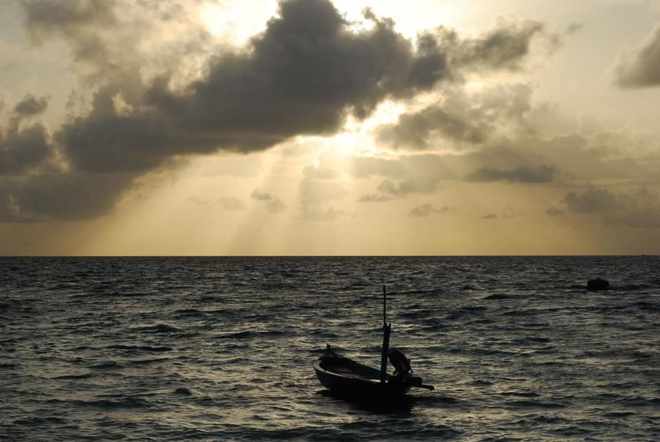sunset, sunbeams, boat, water, ocean, sea, horizon, clouds