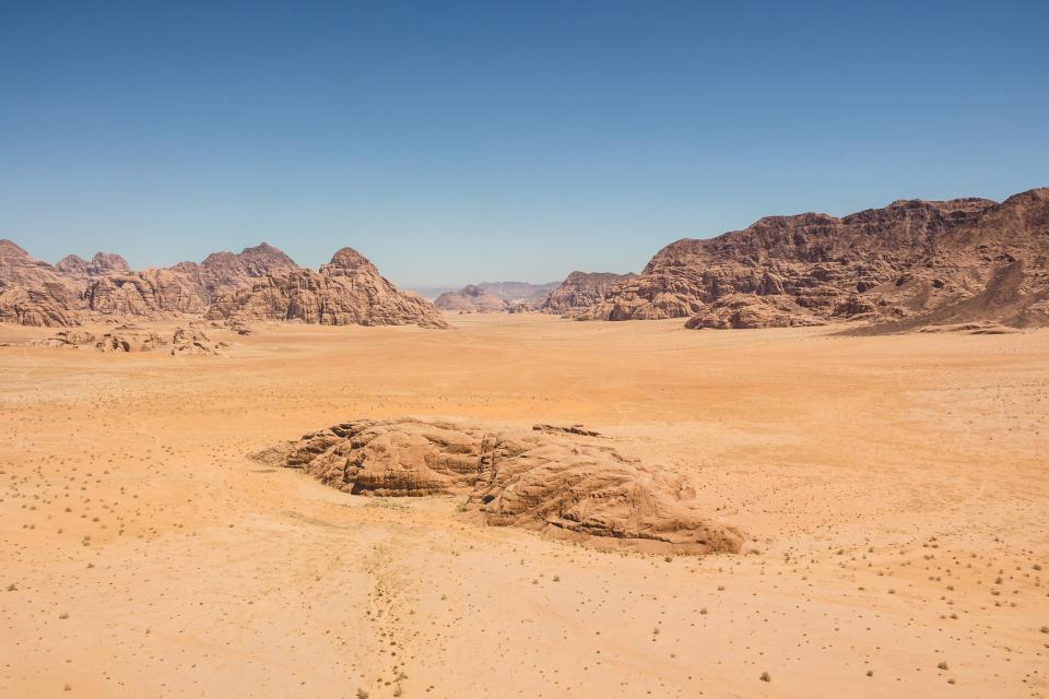 nature, landscape, mountains, slope, summit, peaks, rocks, desert, dry, land, sand, sky, horizon