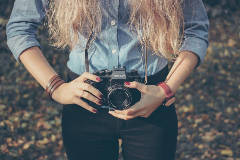camera, dslr, lens, hands, nail polish, girl, woman, long hair, blond, technology, watch, bracelet, people, photographer, photography
