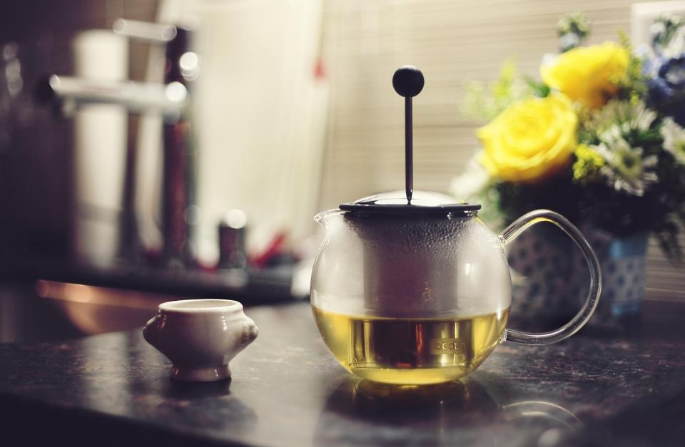 green tea, press, flowers, kitchen, drink, beverage, pot, cup, counter