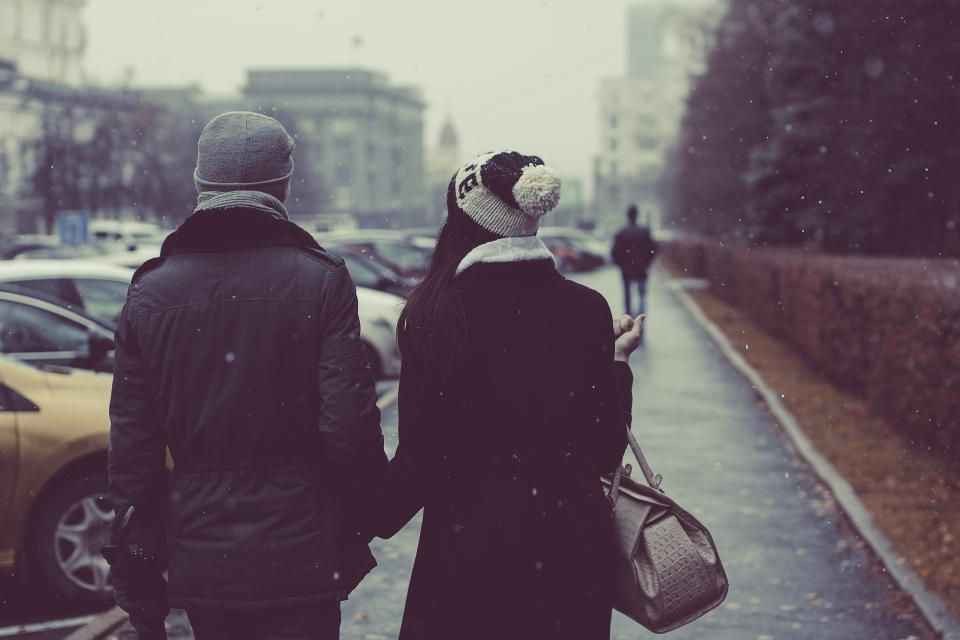 couple, people, holding hands, guy, girl, man, woman, snowing, cold, winter, city, urban, hat, scarf, toque, fashion, coat, jacket, purse, walking, pedestrians, sidewalk