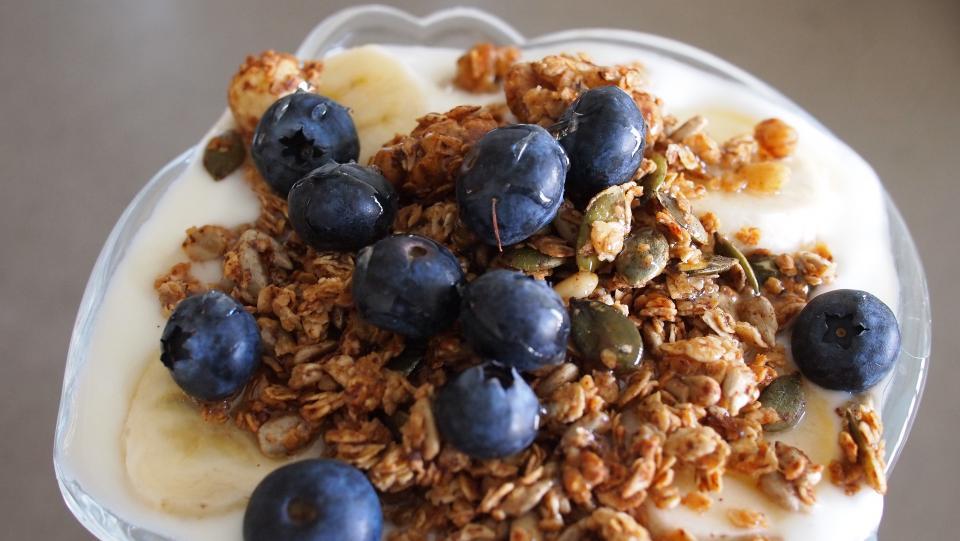 yogurt, granola, blueberries, fruit, parfait, breakfast, food, healthy