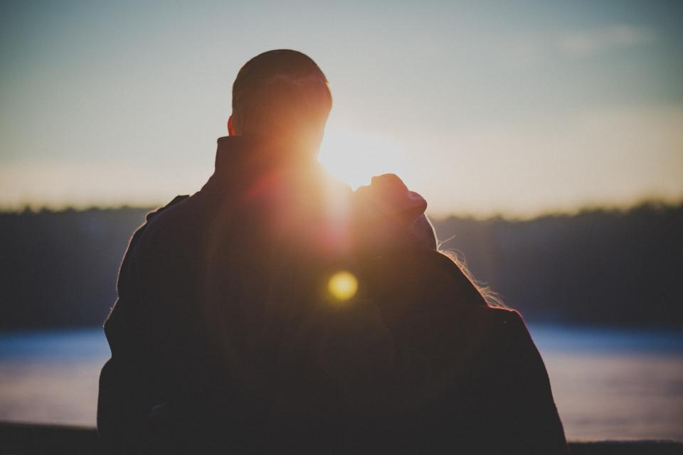 couple, people, love, romance, romantic, sunset, girl, woman, guy, man, sun rays, outdoors