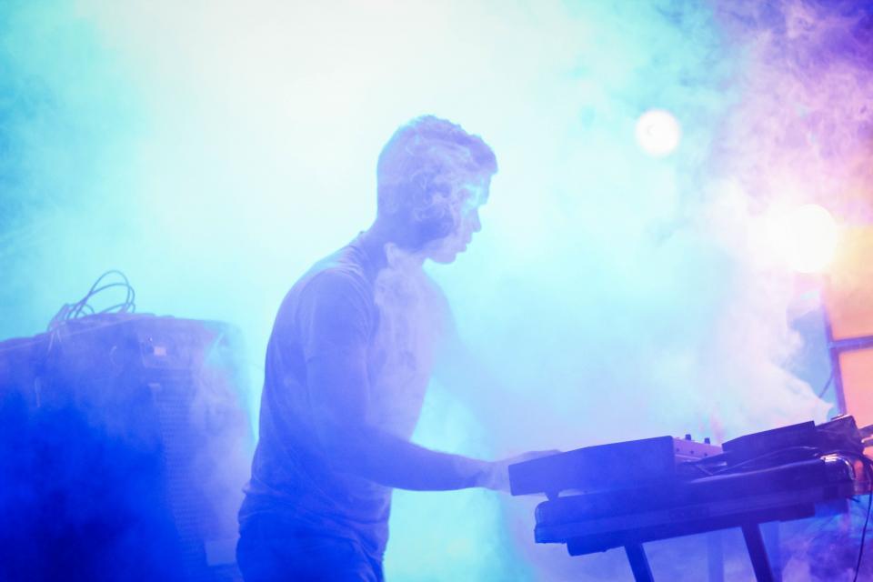 events, concert, keyboardist, keyboard, man, male, person, smoke, amplifier, colors, still, bokeh
