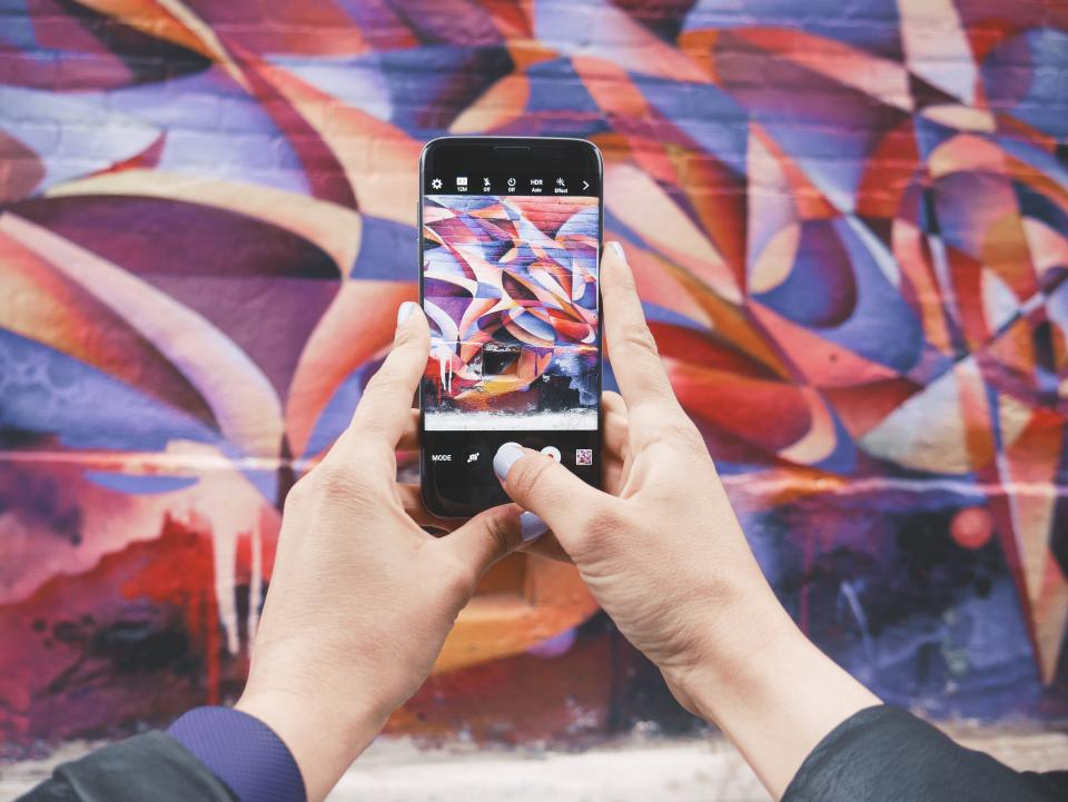 camera, picture, photo, photography, hands, mobile, smartphone, mural, wall, art, city, urban