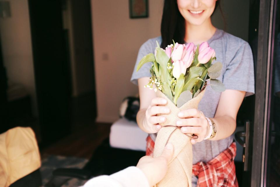 girl, woman, smile, smiling, happy, flowers, bouquet, gift, people
