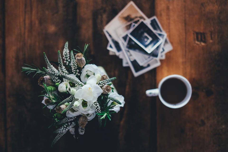 bouquet, flowers, coffee, cup, mug, wood, photos, pictures, objects