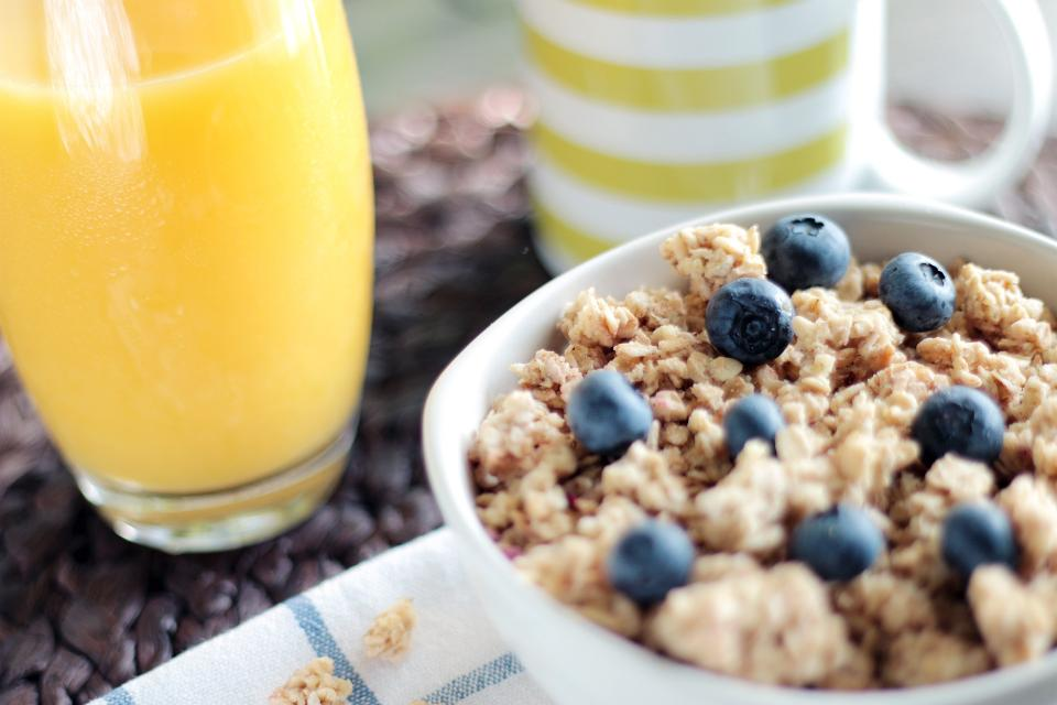 muesli, granola, cereal, breakfast, juice, blueberries, healthy, food