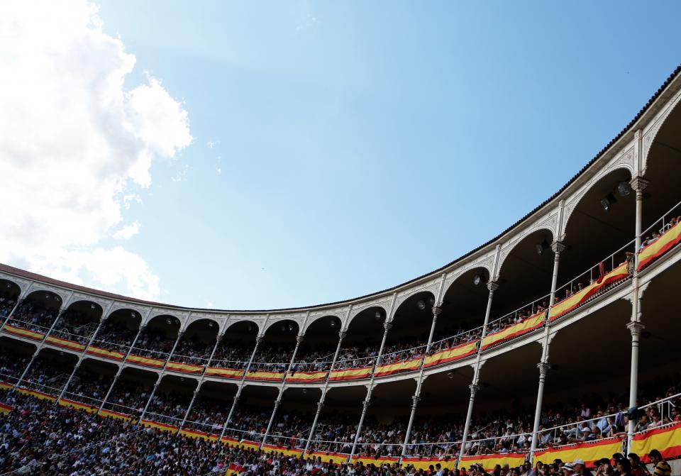 stadium, arena, crowd, people, spectators, blue, sky, clouds
