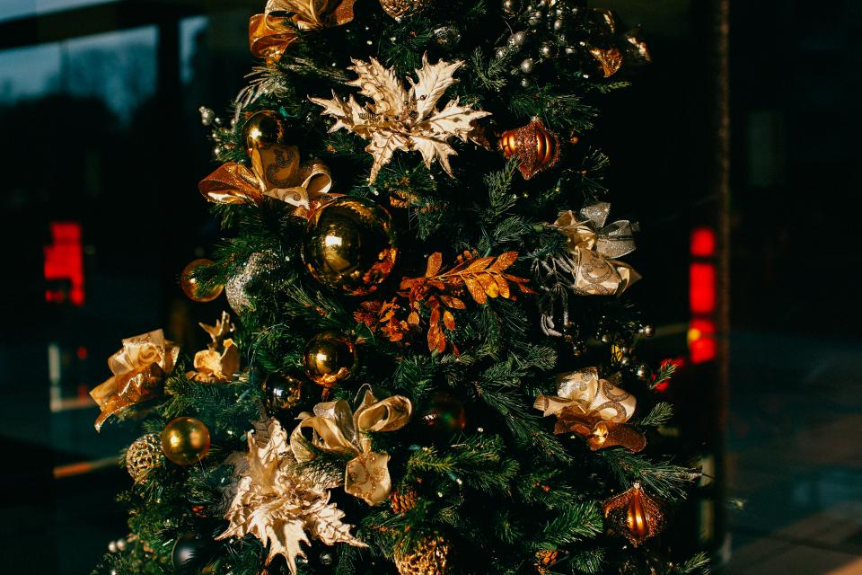 christmas, tree, decorations, ornaments, gold, festive, holidays