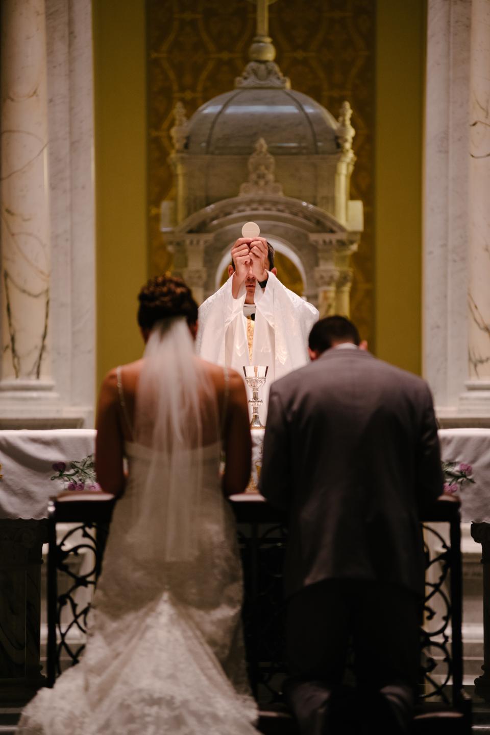 wedding, mass, priest, bride, groom, gown, suit, altar, hostia, ceremony, celebration, marriage, kneel
