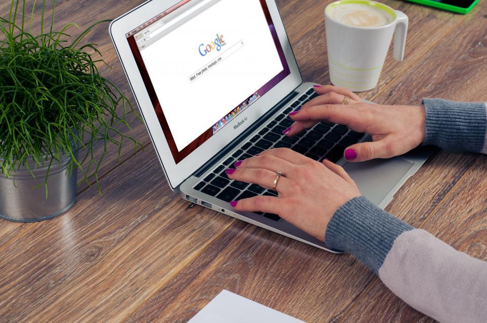 google, seo, search, macbook, computer, business, office, desk, work, hands, typing
