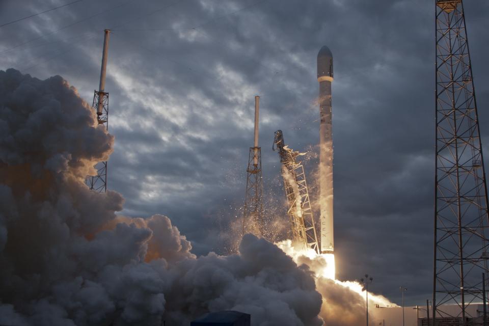 rockets, rocket ship, space, shuttle, smoke, launch, sky