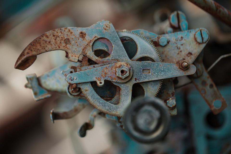 still, items, mechanism, gears, cog, screws, steel, rust, industrial, bokeh