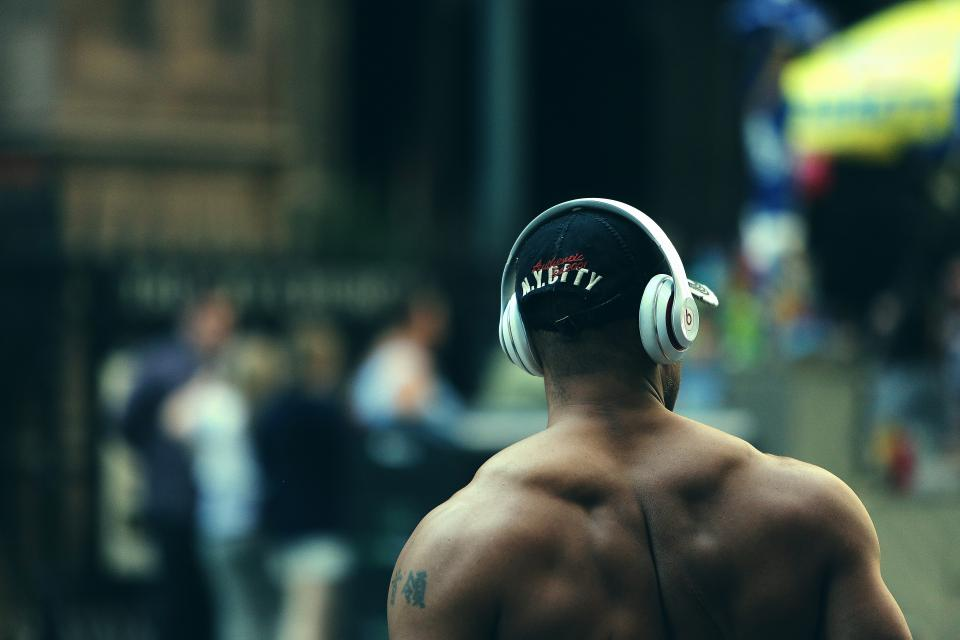 bodybuilder, muscles, fitness, weight lifting, training, exercise, man, guy, beats, headphones, city, people, lifestyle