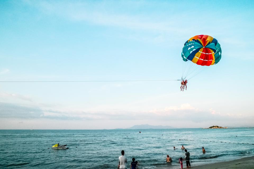 crafts, hobby, paragliding, nature, beach, shore, sand, water, ocean, sea, waves, jet, ski, people, sky, clouds, horizon