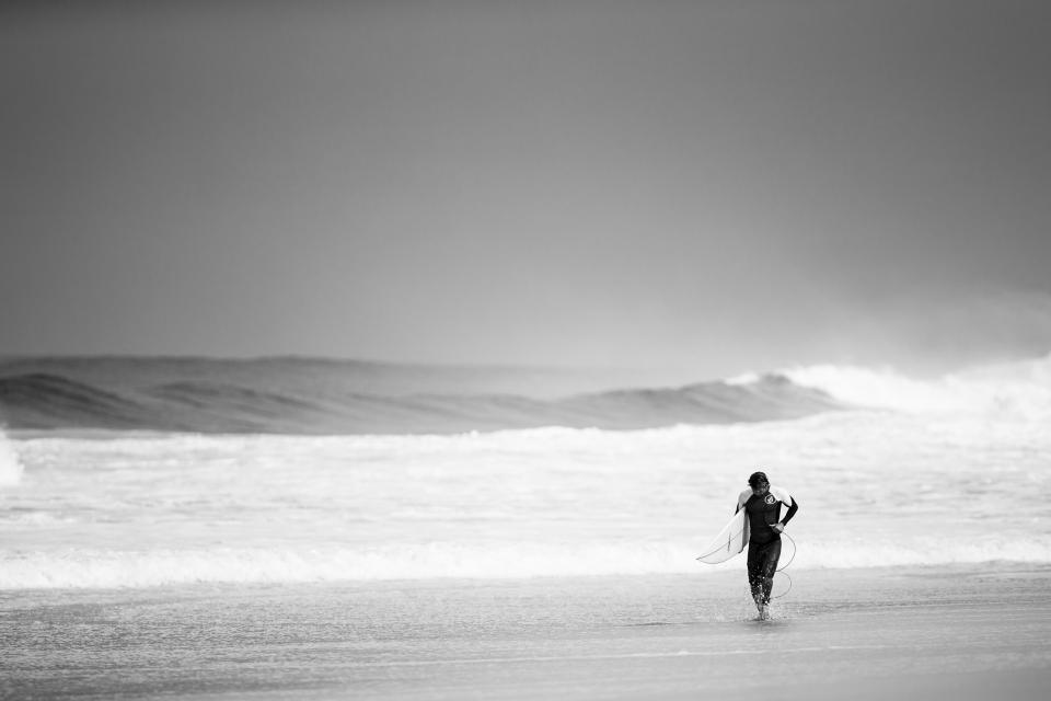 surfer, surfing, beach, ocean, waves, water, guy, man, people, black and white