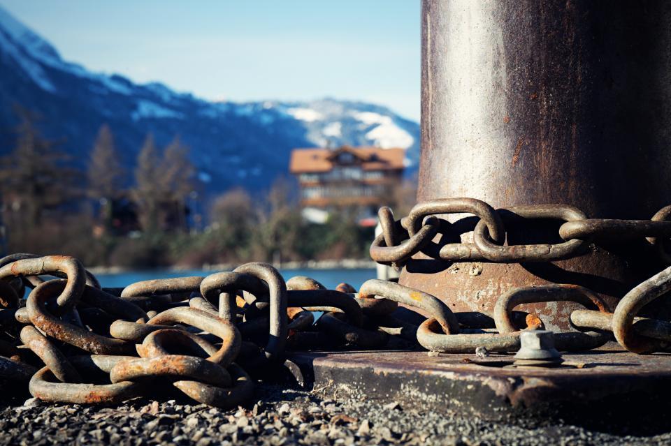 chains, locked, trees, pillar, house, mountain, sun, sunny, sunlight, sunshine, photography