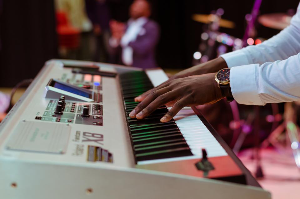 electric keyboard, piano, music, instrument, musician, hands, watch, concert, stage, band