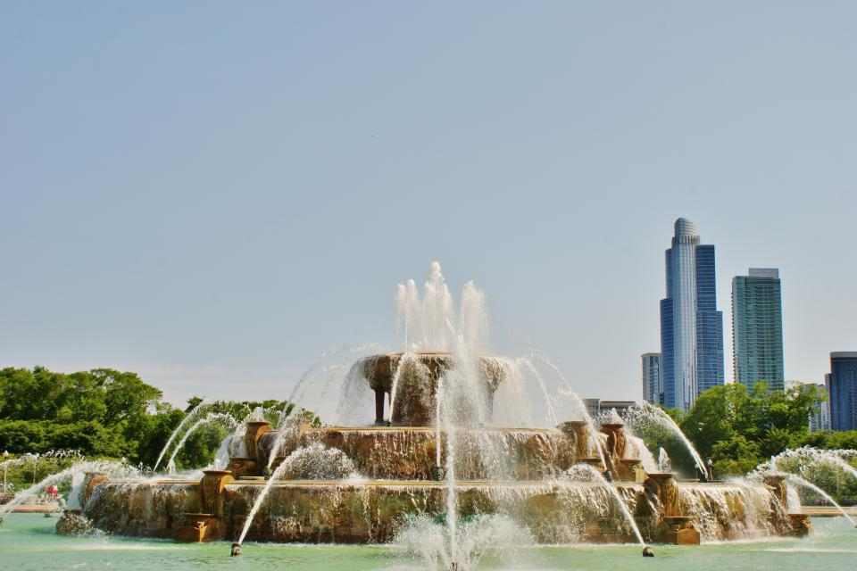 Buckingham Fountain, sprinklers, water, city, buildings, towers